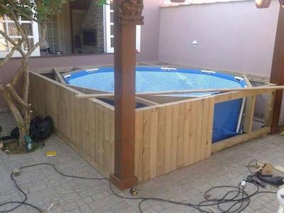 Deck para piscina plastica com pergola gdm f runs for Piscinas para armar